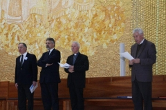 fotos da assembleia na igreja da santissima trindade na peregrinao nacional vicentina a ftima 16-04-2011 19