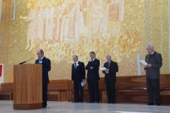 fotos da assembleia na igreja da santissima trindade na peregrinao nacional vicentina a ftima 16-04-2011 20